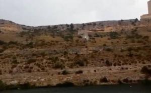 Espeluznante caída de un vehículo a un pantano que finaliza con la muerte de una mujer