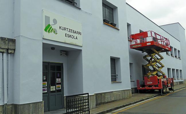 EH Bildu demanda una solución definitiva para Kurtzebarri Eskola