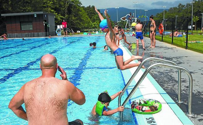 Más de 7.200 chapuzones en el primer mes de las nuevas piscinas
