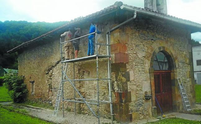 Nueva actuación de los amigos de la ermita en San Bartolomé