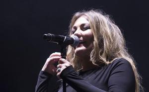 Reencuentro entre Amaia Montero y Pablo Benegas en el concierto de Sagüés