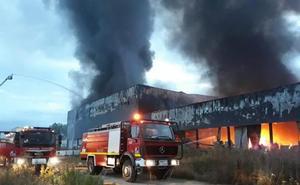 Un incendio calcina la planta de la quesería Aldanondo en Salvatierra