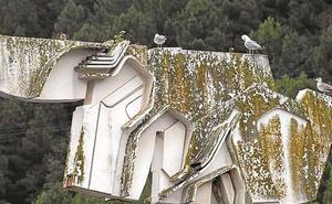 Pasaia restaura la escultura de Basterretxea en recuerdo a los fallecidos en la mar