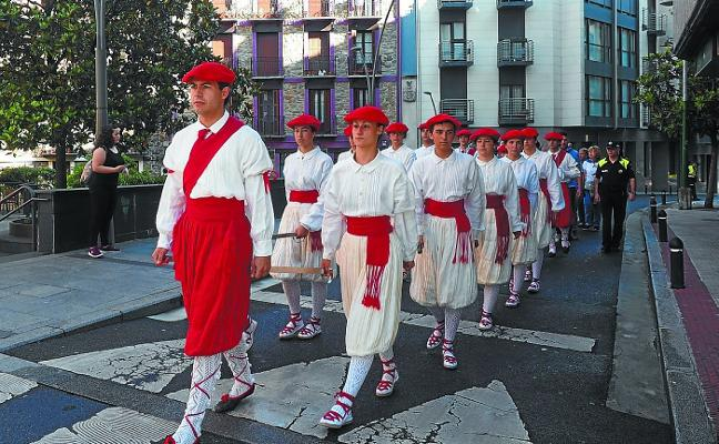 Baile de espadas en la festividad de la Asunción