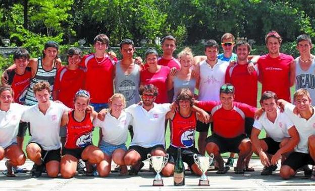 Equipo de Santiagotarrak que participó en el Campeonato de España de maratón en Aranjuez. /