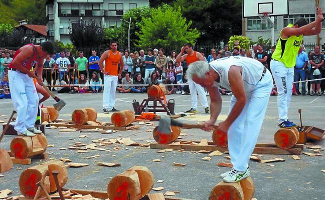 Julen Larrea vence en la eliminatoria de aizkora en Beintza