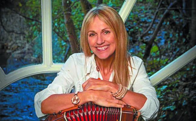 El festival Bidasoa Folk llega mañana a Irun con el concierto de Sharon Shannon