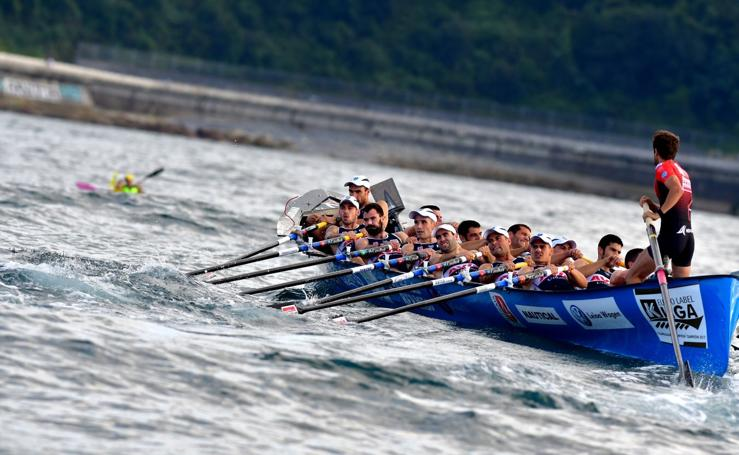 Urdaibai gana en la primera jornada de la regata de Zarautz