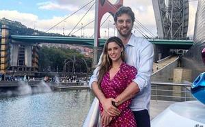 Pau Gasol visita el Museo Guggenheim de Bilbao junto a su novia, Catherine McDonnell