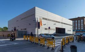 Abatido un argelino que entró en una comisaría de Barcelona al grito de 'Alá es grande'