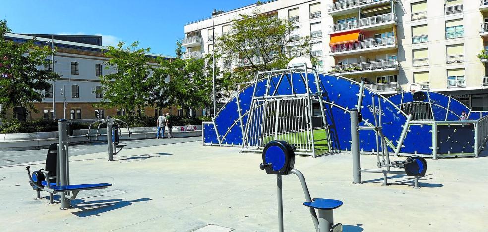 La polémica cancha deportiva se mantendrá en la plaza Blas de Otero