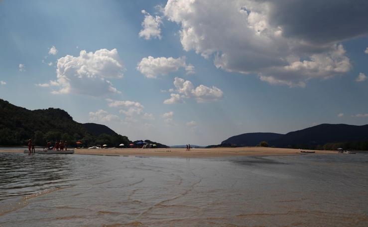 El periodo más seco del Danubio deja barcos varados