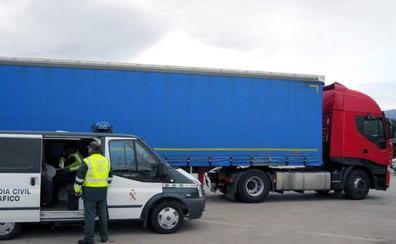 Denunciada una camionera que amamantaba a su bebé mientras conducía