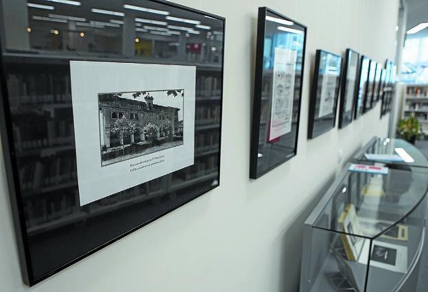 Fotografías con los proyectos del arquitecto, entre ellos el primer colegio de El Pilar. /