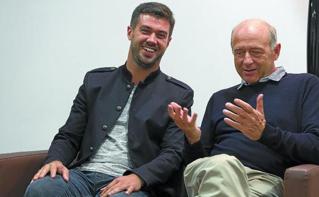 «El director debe ser un comunicador de alto nivel para convencer a la orquesta»