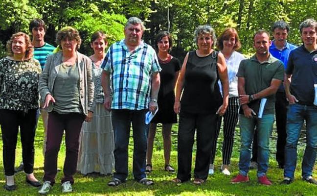 Elizalde se reúne en Lekaroz con representantes de las entidades locales
