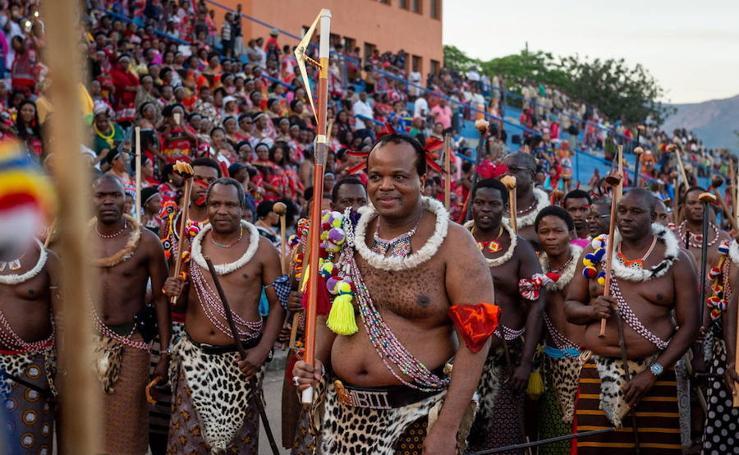 La 'fiesta de las vírgenes' en Suazilandia