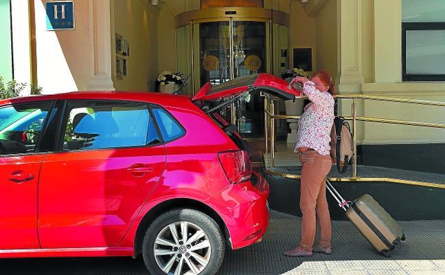 El sector traslada a la Diputación su recelo a implantar una tasa turística en Gipuzkoa
