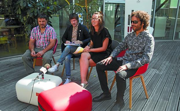 Joseba Lopetegi, Iñaki Estévez, Juncal Eizaguirre y Luis Carnicero presentaron el Irun Rock./F. DE LA HERA