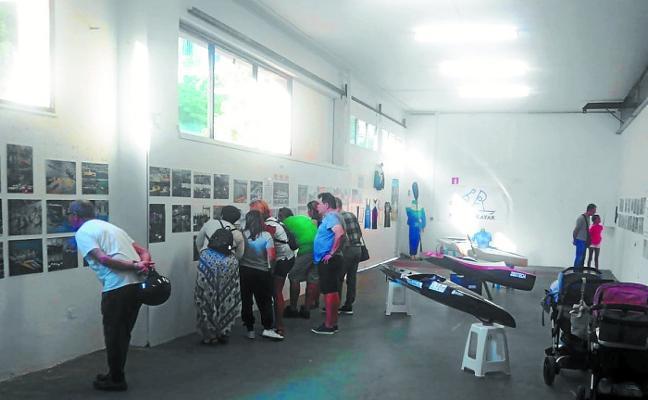 Una exposición conmemora el 30 aniversario de Pasaia Kayak
