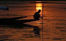 Pescar al atardecer en Dal Lake
