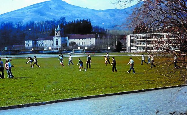 Retorno a Lecároz en el 50 aniversario de la inauguración del nuevo Colegio