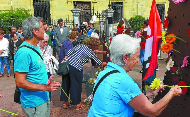 Donostia recuerda a las víctimas del franquismo en su Día de la Memoria