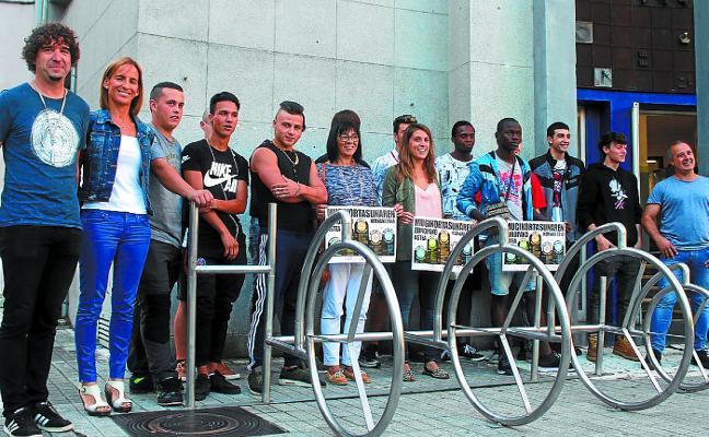 Los aparcabicis que se pondrán en la calle, obra de los alumnos de HLH
