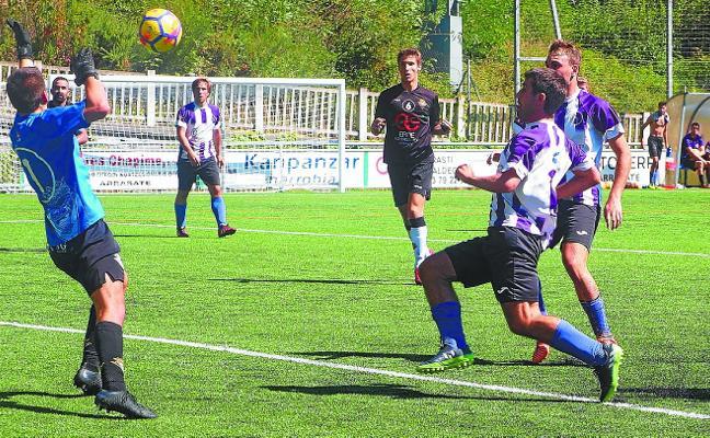Peleada victoria del Mondragón ante el Zarautz en el campo de Mojategi (2-1)