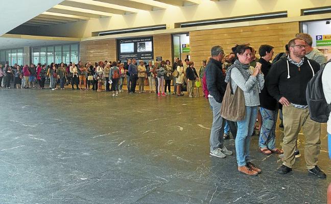 «Tras 16 horas de espera me voy muy contenta con mis 78 entradas del Festival de Cine de San Sebastián»
