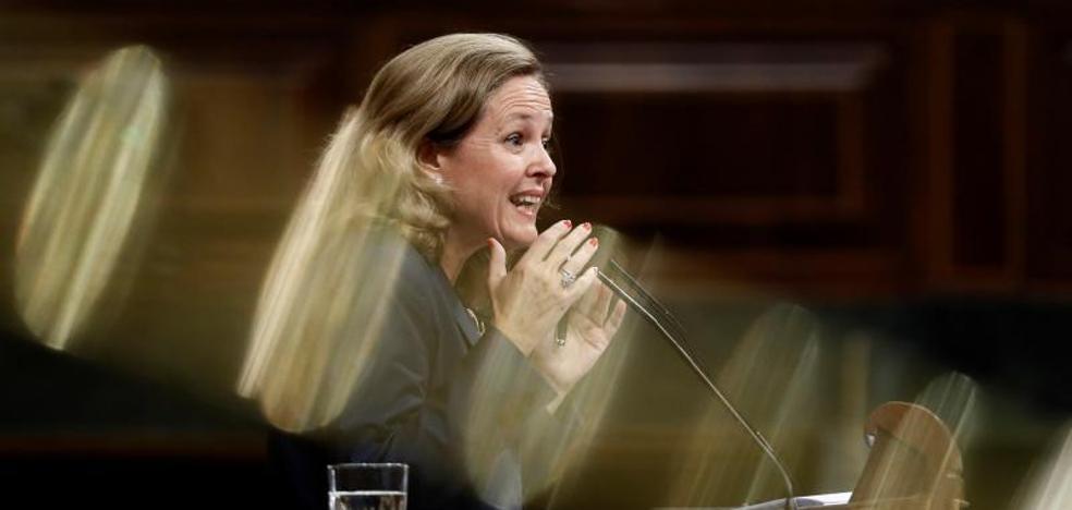 «Es el momento de subir impuestos», según Calviño