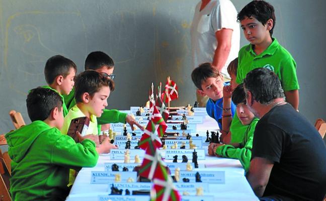 50 ajedrecistas en el match de ajedrez Anaitasuna Xake Taldea-Hondarribi Marlaxka