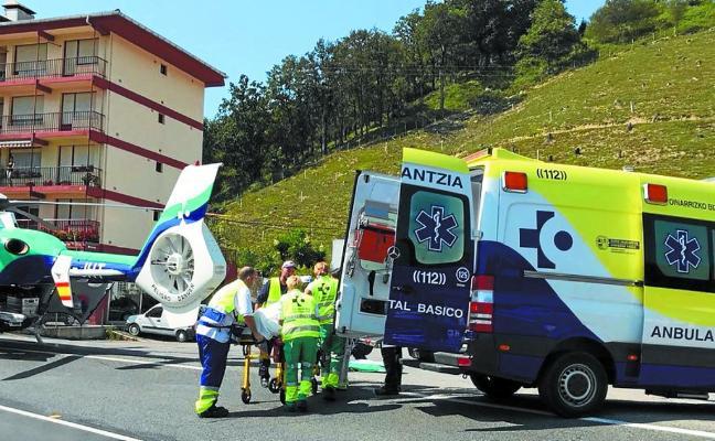 Fallece una mujer de 77 años y su marido resulta grave tras un accidente en Zumaia