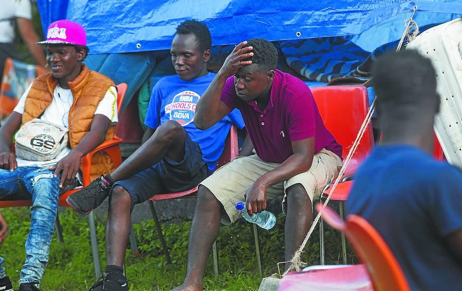 El flujo de migrantes se mantiene y cada semana llega un centenar a Irun