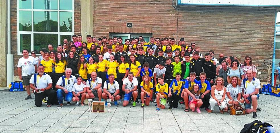 El Urola de balonmano regresa de Miranda de Ebro como campeón en dos categorías