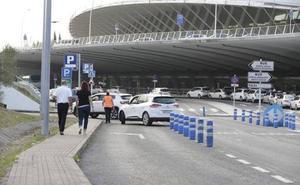 El parking del aeropuerto de Bilbao, de nuevo al borde del colapso
