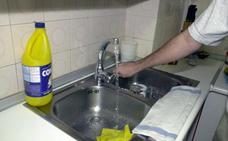 ¿Usas lejía o amoníaco? La OCU avisa sobre los peligros de limpieza del hogar