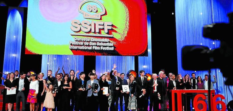 Isaki Lacuesta gana con 'Entre dos aguas' su segunda Concha de Oro en el Festival de Cine de San Sebastián