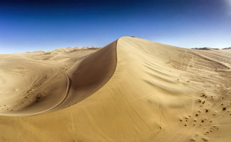 A los pies de las dunas