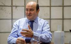 Ortuzar exige «respeto» al Gobierno de Sánchez y recalca que debe «espabilar»