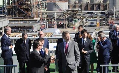 El Rey preside la colocación de la primera piedra de las nuevas instalaciones de Petronor