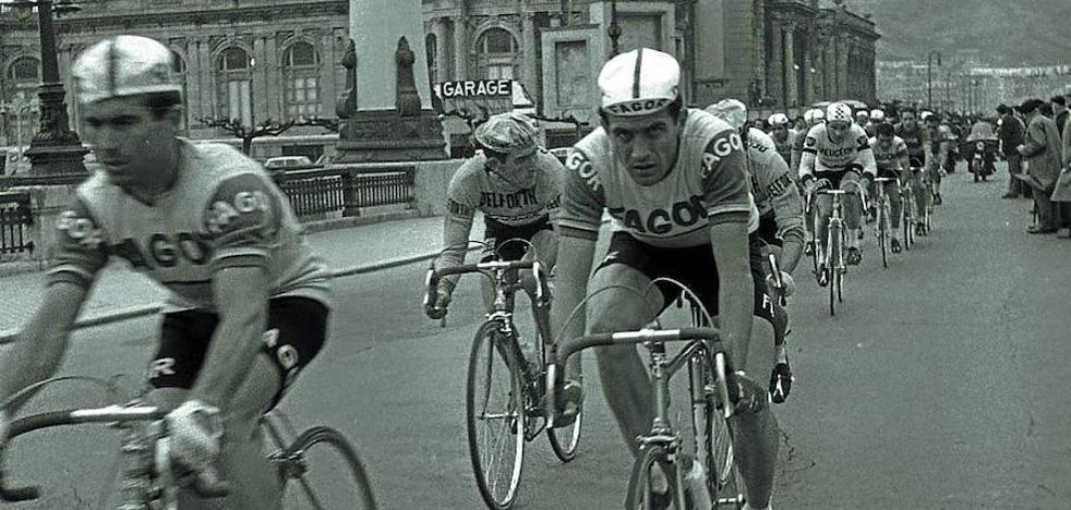 En dirección contraria y en bicicleta por Miracruz