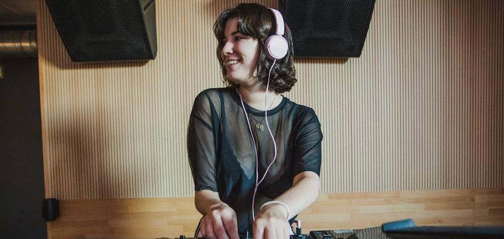 Adrianna Gaultier, la dj a la que le gusta sorprender