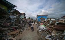 Al menos 5.000 desaparecidos tras el terremoto en Indonesia