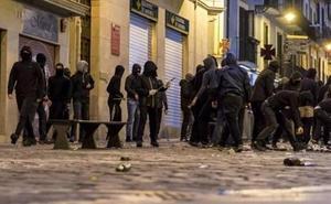 La Audiencia Nacional confirma la condena a cuatro jóvenes de Errenteria por desórdenes en Pamplona y rechaza terrorismo
