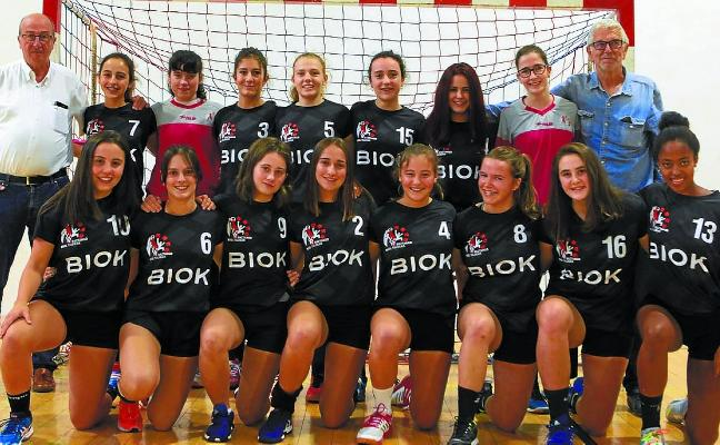Presentación de los equipos de balonmano femenino del Baztango