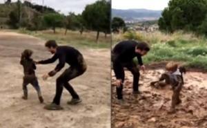 La 'pelea' en el barro de Piqué y sus hijos