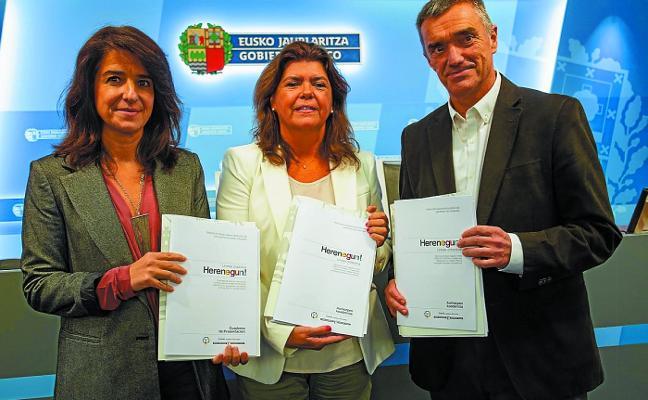 Partidos y víctimas podrán hacer aportaciones a la iniciativa que lleva la historia de ETA a las aulas