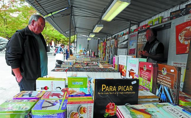 La Feria del libro atrae la mejor literatura a Eibar