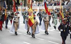 4.000 efectivos y 152 vehículos en un desfile pasado por agua